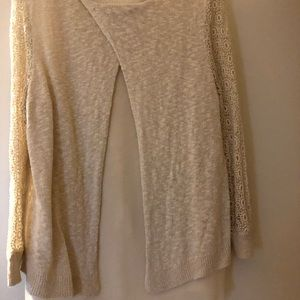 Light weight sweater good condition